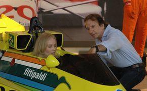Angélica bate um papo com o ex piloto Emerson Fittipaldi no Estrelas